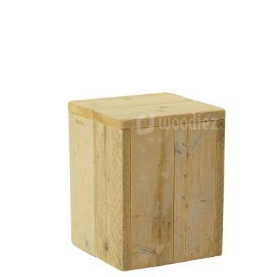 Kleine presentatiezuil of sokkel van steigerhout huren voor op een beurs of expositie