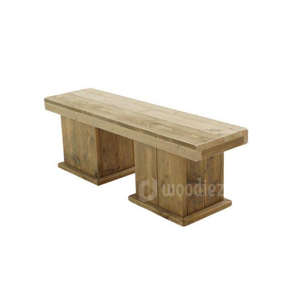 Robuuste steigerhouten bank met blokpoten huren