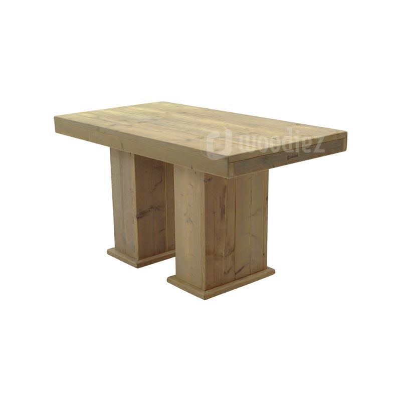 Robuuste tafel van steigerhout met blokpoten