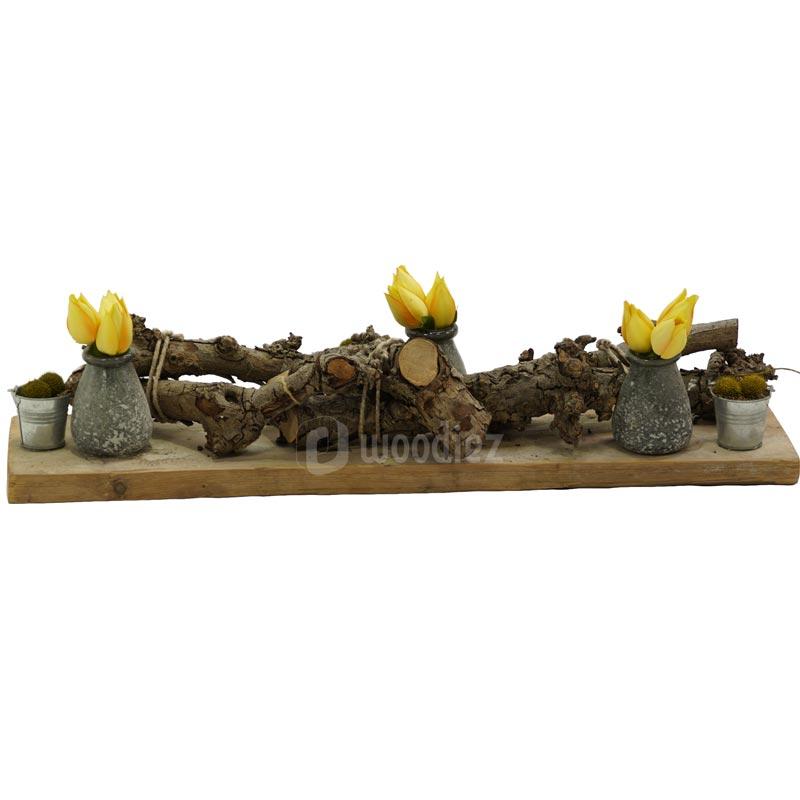 Bloemstuk huren met gele tulpen voor de aankleding van een tafel of bar