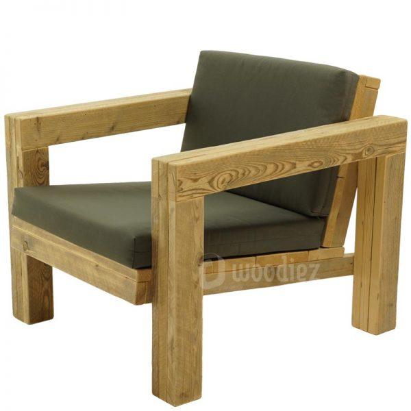 Design loungestoel huren van steigerhout met antraciete kussens