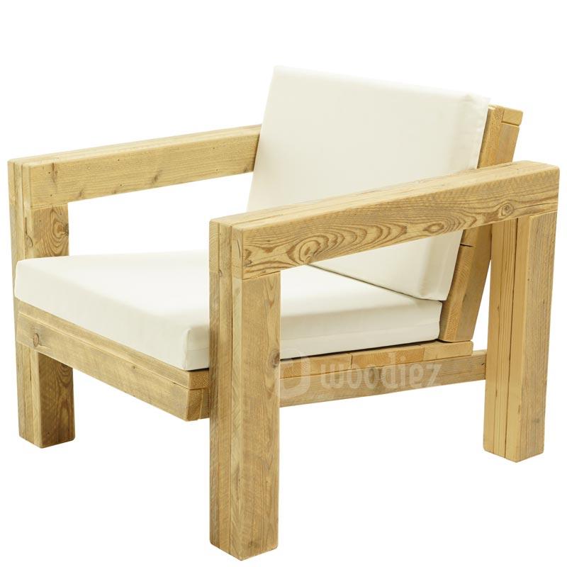 Design loungestoelen huren van steigerhout met kussens van wit stof