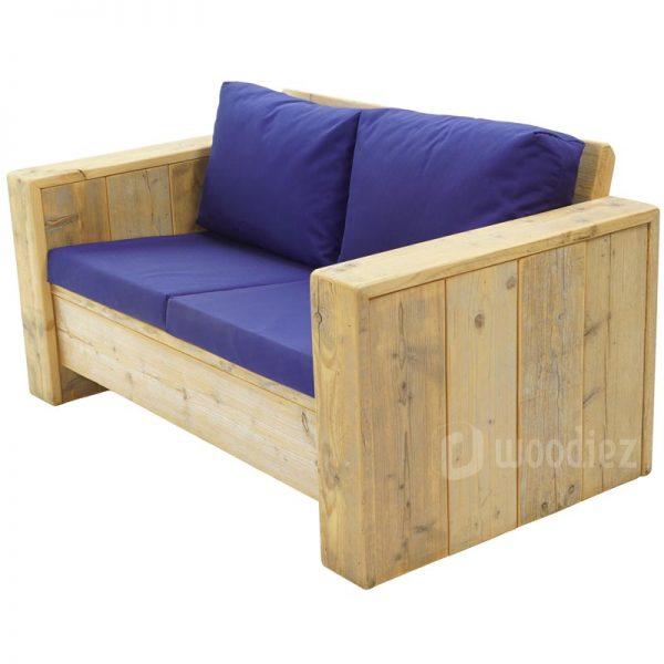 Tweepersoons loungebank van steigerhout met blauwe kussens