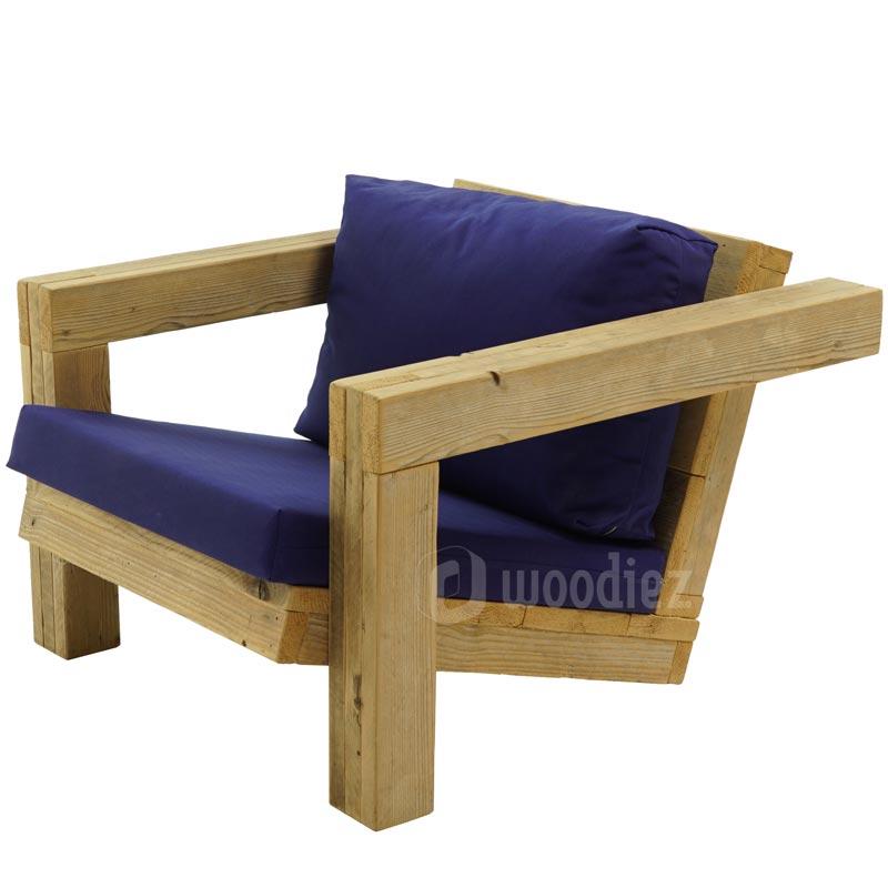 Unieke loungestoel van steigerhout met blauwe plofkussens