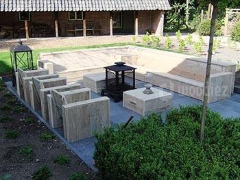Complete loungeset steigerhout op maat kopen met lange hoekbank, loungestoelen en hockers