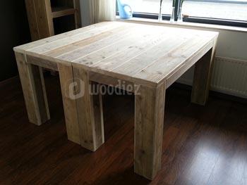 Dubbele robuuste steigerhouten keukentafel op maat met blokpoten