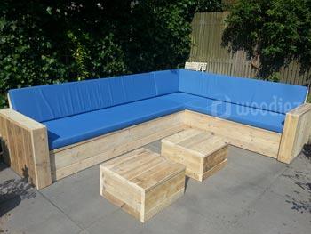 Grote steigerhouten hoekbank kopen met blauwe kussens diepe zit en hockers