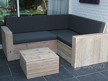 Kleine loungebank buiten. free zelf een loungebank voor in de tuin