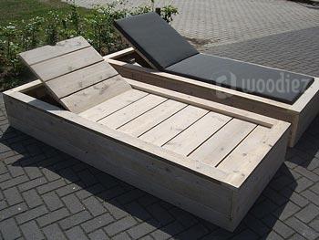 Steigerhouten ligbedden op maat met verstelbare rugleuning en weerbestendige comfortabele kussens