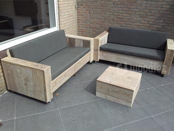 Steigerhouten loungebanken op wieltjes kopen met schuine zitting en bijpassende hocker