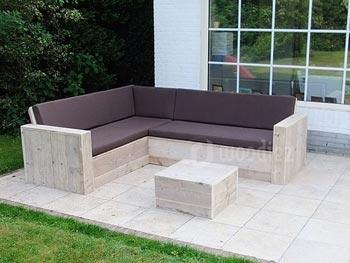 Stijlvolle hoekbank met bruine kussens op het terras maatwerk
