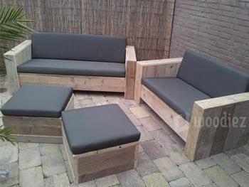 Tweepersoons loungebanken van steigerhout met kussens kopen en bijpassende hockers