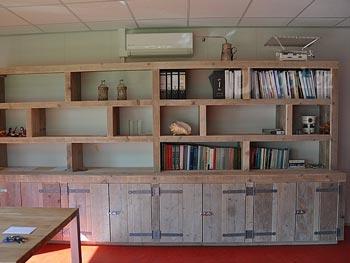 grote steigerhouten boekenkast op maat gemaakt