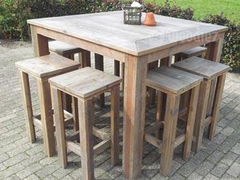 Horeca of terras inrichting in steigerhout vierkante bartafel op maat met barkrukken