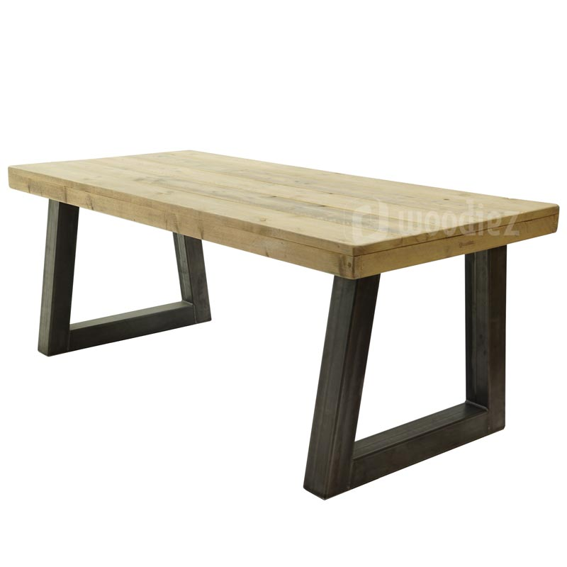Industriële tafel trapeze van steigerhout op maat met stalen trapeze poot en opgedikt blad