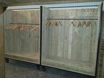 Industriële kapstok of garderobe van steigerhout op maat gemaakt