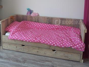 Kinderbed van steigerhout met grote lade op maat