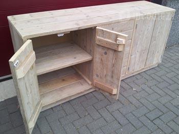 Maatwerk dressoir van steigerhout met legplanken