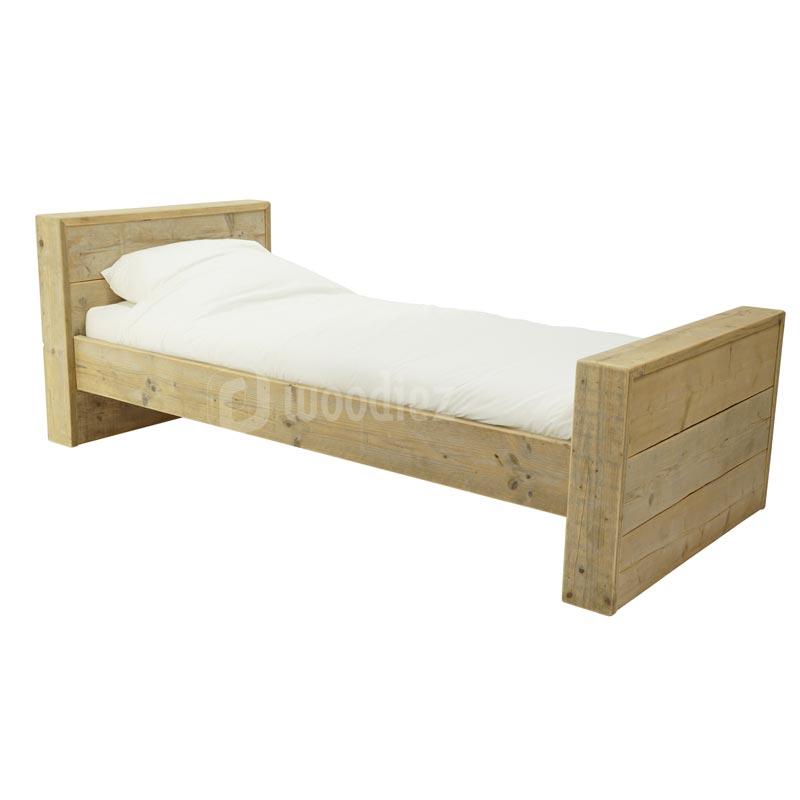 Robuust steigerhouten bed op maat eenpersoons bed tweepersoons bed