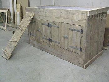 Speelse halfhoogslaper van steigerhout met trap en kastruimte maatwerk