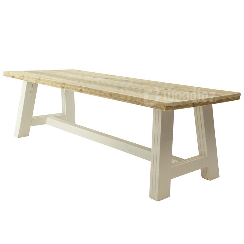 Landelijke eetkamertafel steigerhouten kloostertafel op maat kopen met wit onderstel