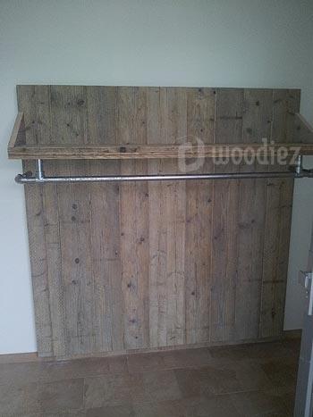 Industriële steigerhouten kapstok met steigerbuis op maat gemaakt