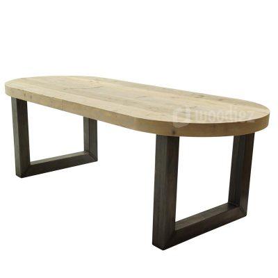 Industriële tuintafel met stalen U-poot en steigerhouten tafelblad met afgeronde hoeken op maat gemaakt