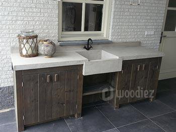 Luxe buitenkeuken van steigerhout