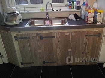 Maatwerk steigerhouten keukendeurtjes met scharnieren