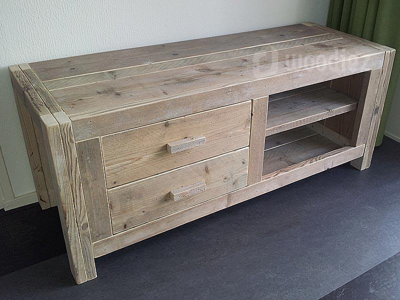 Robuust steigerhouten dressoir met legplanken en lades op maat gemaakt