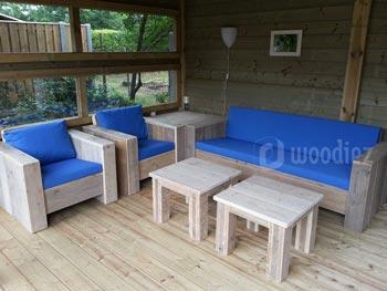 Robuuste steigerhouten loungeset op maat inclusief tafeltjes, hoektafel en blauwe kussens