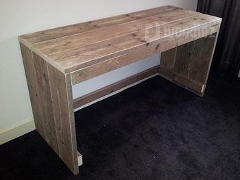 Steigerhouten bureau met open achterkant op maat gemaakt