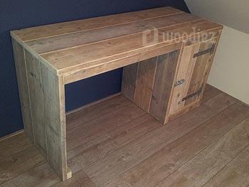 Steigerhouten bureau op maat met opbergkast, scharnieren en schuifslot