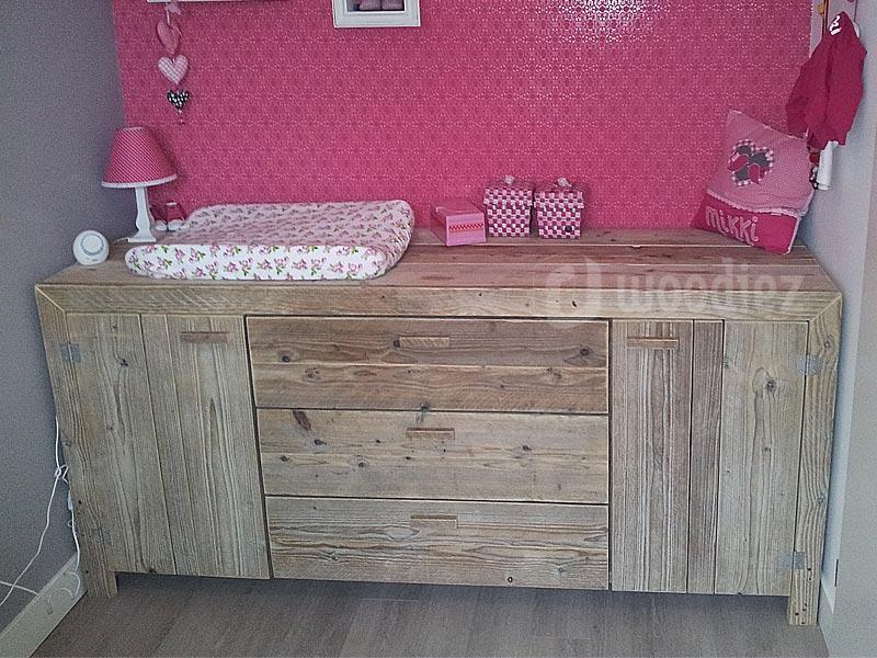 Steigerhouten dressoir of commode op maat gemaakt met touch deurtjes en lades