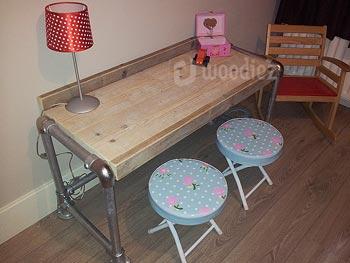 Steigerhouten kinderbureau met steigerbuis en robuust bureaublad