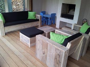 Steigerhouten loungeset op maat met loungebank en robuuste loungestoelen