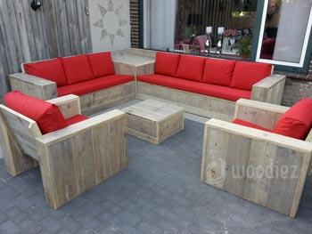 Steigerhouten loungeset op maat met rode plofkussens