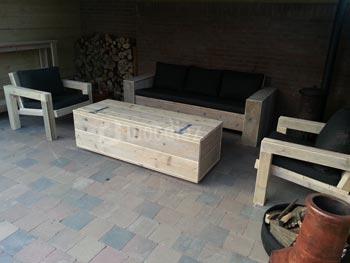 Steigerhouten loungeset op maat met unieke loungestoelen en hocker met opbergruimte