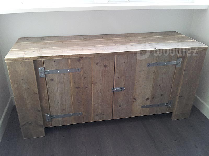Steigerhouten meubels op maat gemaakt dressoir met scharnieren en schuifslot
