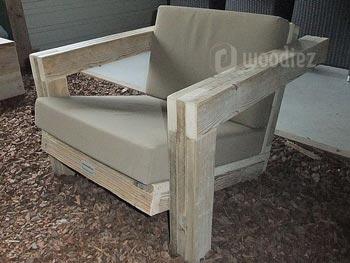 Unieke steigerhouten loungestoel op maat met zachte kussens